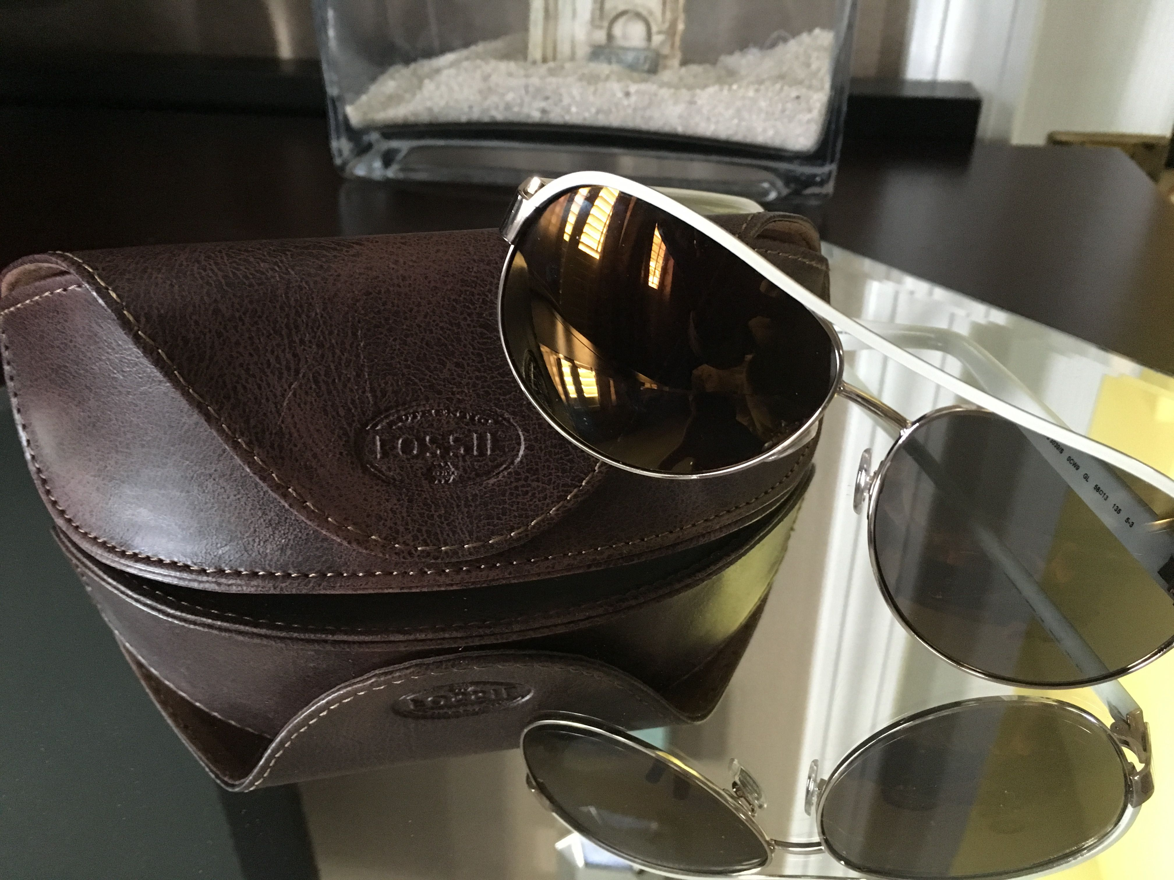 FOSSIL APPLEGATE AVIATOR SUNGLASSES $55.00 /the classic aviator is back with our sleek Edgefield frames. Crafted in a new, timeless shape, these classic sunglasses feature eye-catching gradient lenses.