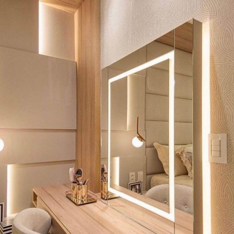 طرق توزيع الإنارة حقة الميك أب ممكن تكون بااكثر من طريقة من الجوانب اومن كل الأطراف وممكن الي مايحب الإضاءة النج Interior Design Interior Bathroom Lighting