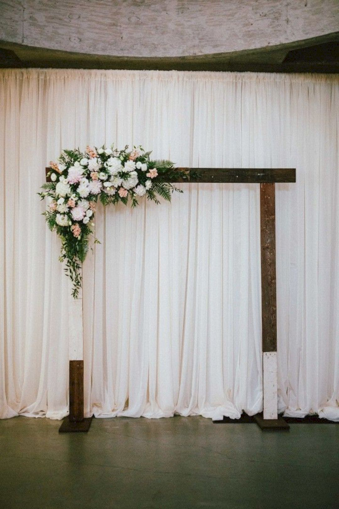 Awesome 30 Simple Wedding Backdrop Ideas For Your Ceremony Https Oosile