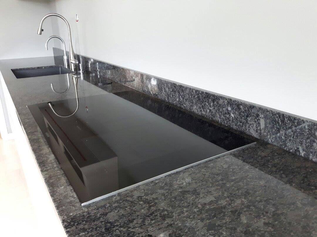 Bänkskiva Steel Grey Silvet Pearl Bänkskivor i granit i 2019 Granite, Engineered stone och