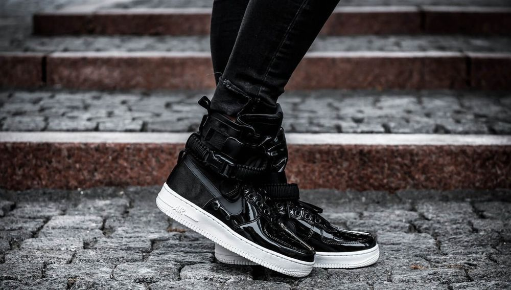 sale retailer c44aa 48143 NIKE SF AIR FORCE 1 SE PREMIUM W BLACK  REFLECT SILVER LIMITED EDITION