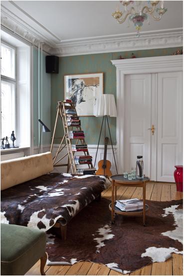 I like the ladder as a bookshelf!
