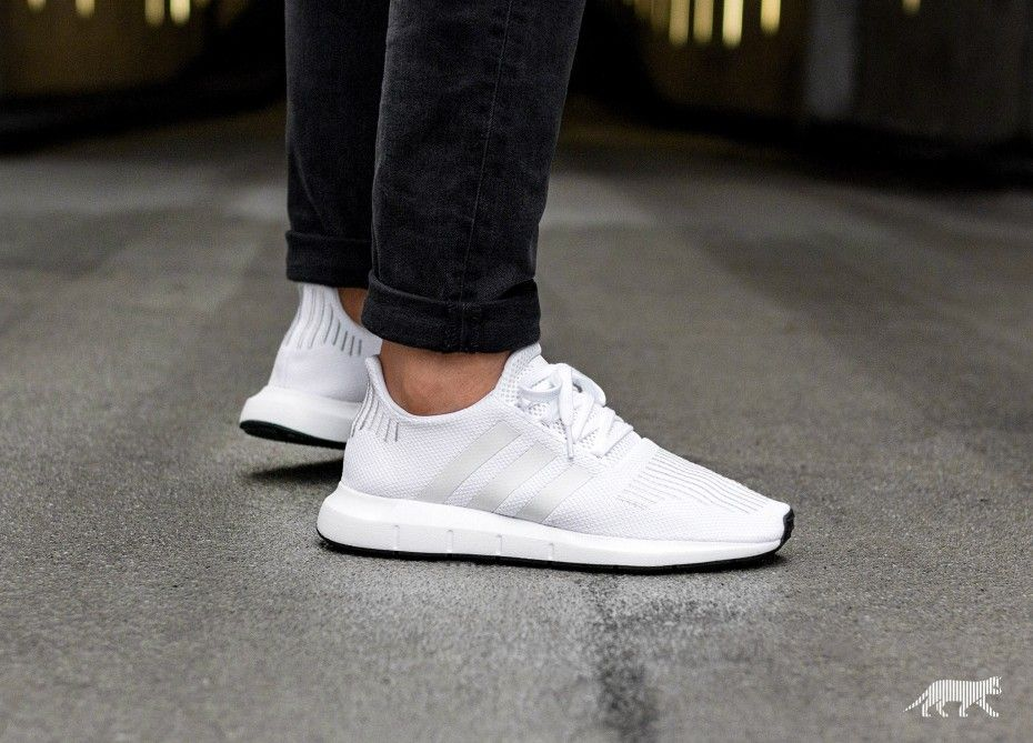 sale retailer 6f141 cf908 adidas Swift Run (Ftwr White   Crystal White   Core Black)