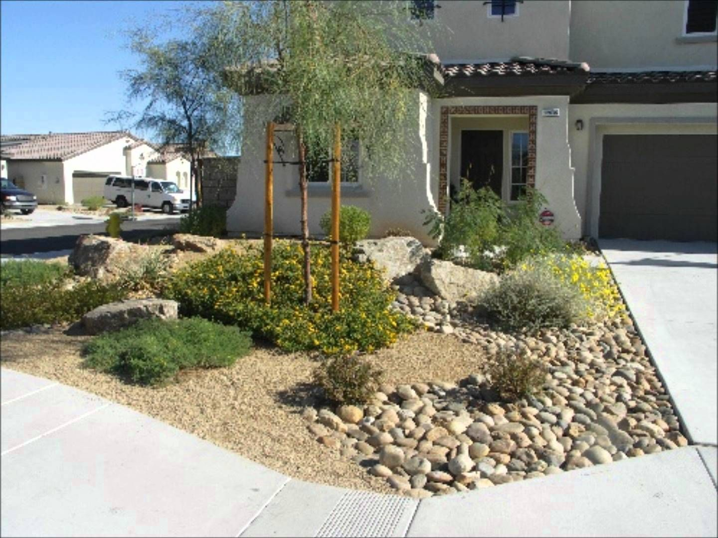 Desert Landscaping Desert Landscaping Ideas Wmv Xeriscape Front Yard Small Front Yard Landscaping Yard Landscaping