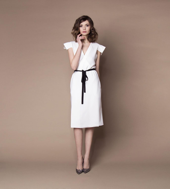 Schlichtes Standesamtkleid mit Gürtel schwarz weiß ...