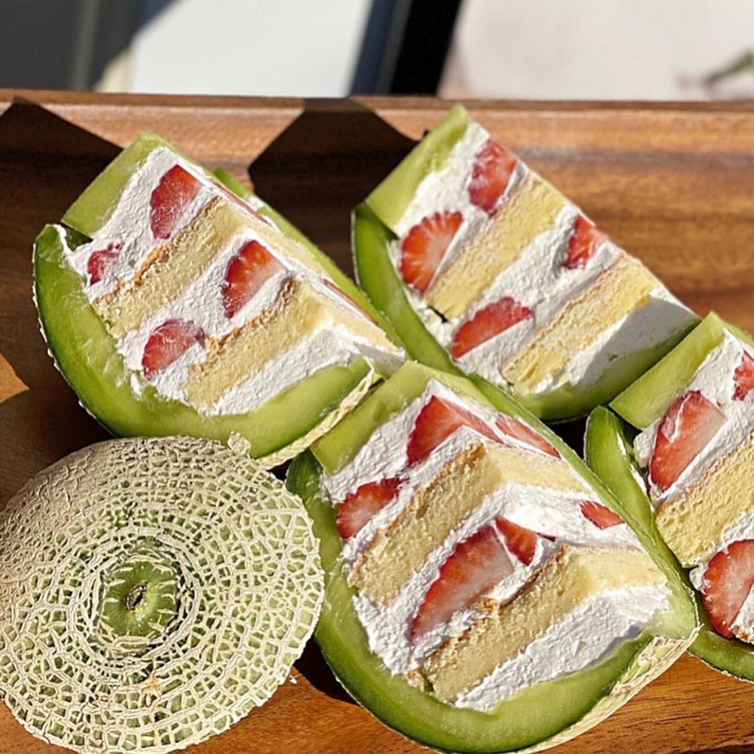 @RETRIP Gourmet: 【RETRIP×名古屋】 こちらは名古屋にある「ボンカフェ」です。こちらはなんとメロンを丸ごと使ったショートケーキ!なんとも贅沢なケーキです。1週間前までの要予...      #RETRIP, #RETRIPGourmet, #RETRIPJapan, #RetripGourmet, #RetripRh, #RetripSweets, #いちご, #カフェ好きな人と繋がりたい, #カフェ部, #グルメ好き, #グルメ好きと繋がりたい, #グルメ好きな人�