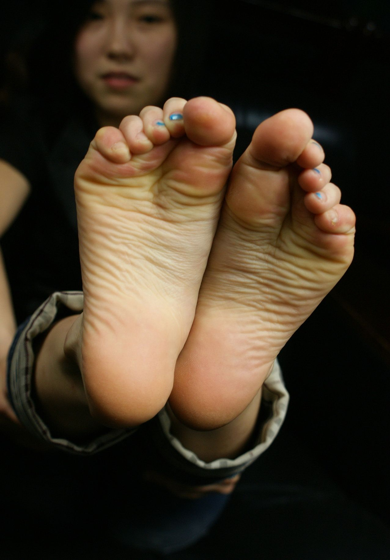 Asian girls toes — pic 14