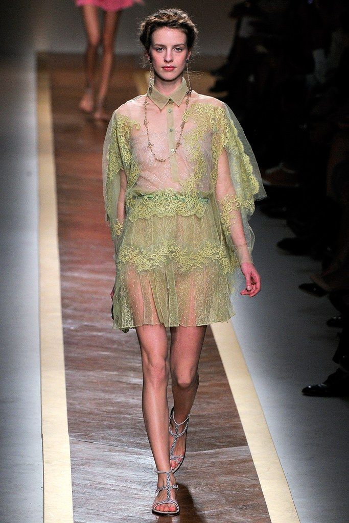 Valentino Spring 2012 Ready-to-Wear Collection Photos - Vogue