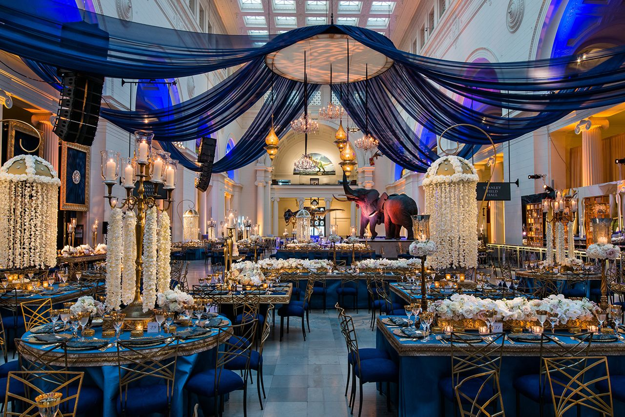 Fall wedding decoration ideas reception  Festive Design Ideas for a Dramatic Fall Wedding  decoração de