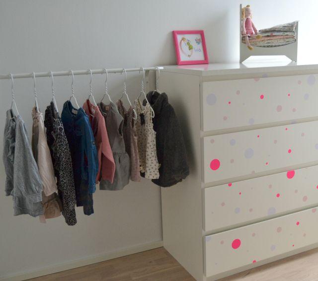 På modsatte væg, står Olivias tøjkommode og der har jeg også fået - sitzbank f r k cheideen fur gartengestaltung