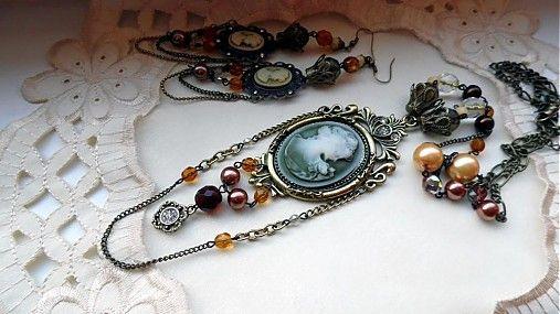 Retro Lady necklace