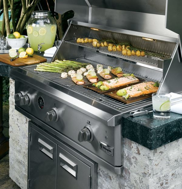 Ge Monogram 42 Naturalgas Built In Outdoor Grill With Ceramic Infrared Rotisserie Burner In Outdoor Kitchen Appliances Outdoor Kitchen Built In Outdoor Grill