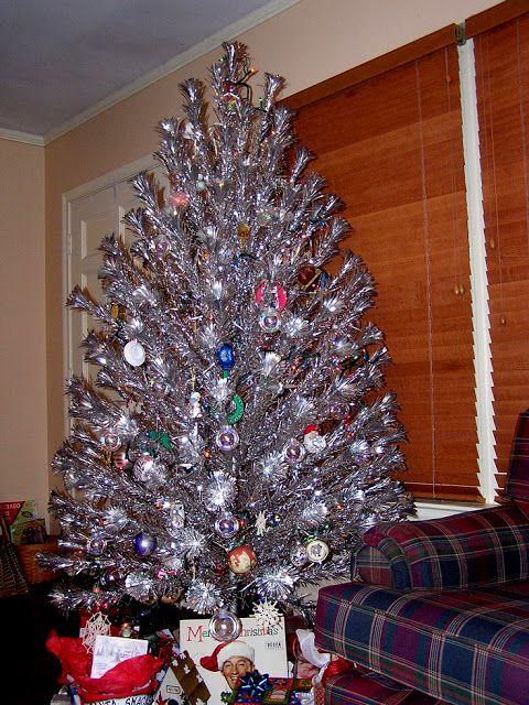 RETRO KIMMER'S BLOG: 1960'S ALUMINUM CHRISTMAS TREES! - 1960'S ALUMINUM CHRISTMAS TREES! Christmas Christmas, Vintage