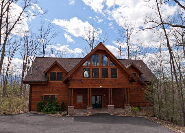 Avery S Hideaway Is A Large Custom Built 5 Bedroom Cabin In Gatlinburg Tn That Was Professionally Decorated And Found Just Minutes From Downtown