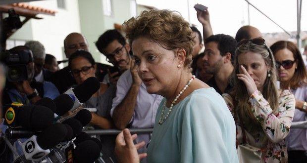 A presidente Dilma Rousseff decidiu oferecer cinco ministérios ao PMDBpara atrair o apoio da legenda...