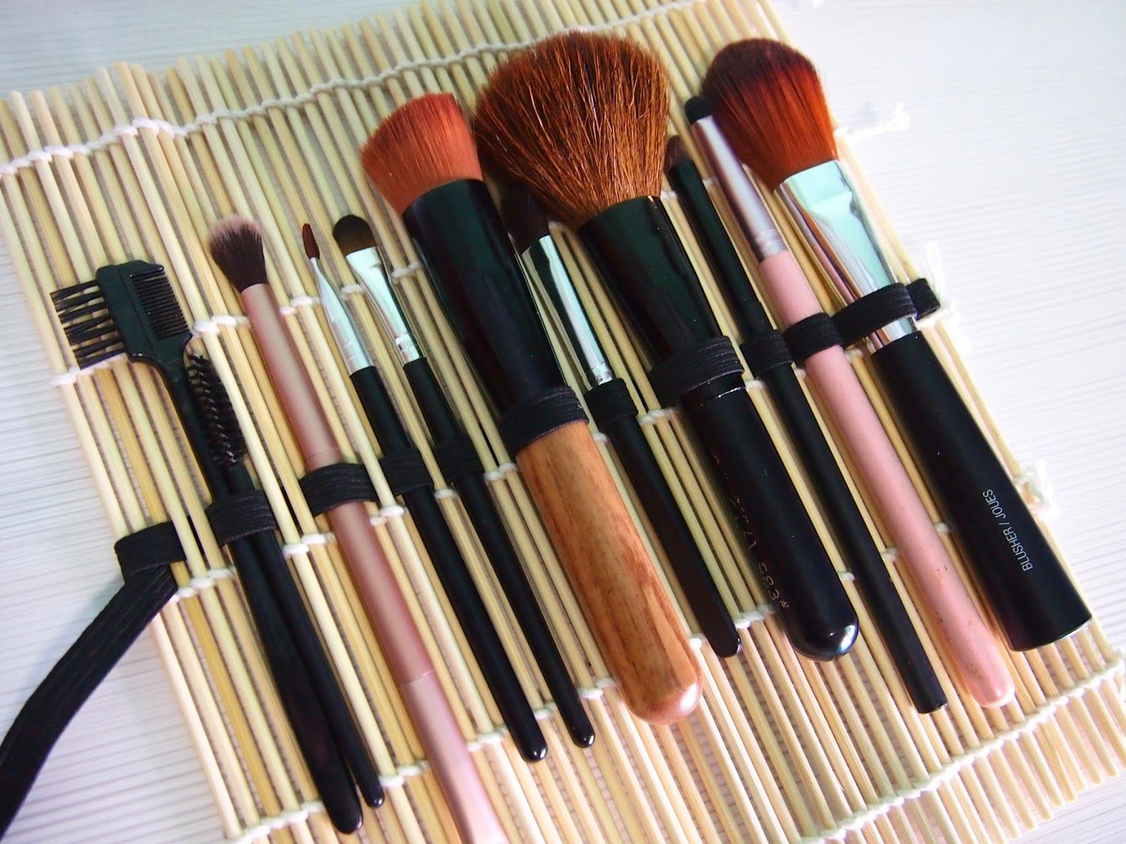 Sushi Mat Brush Roll Diy makeup, Makeup organization