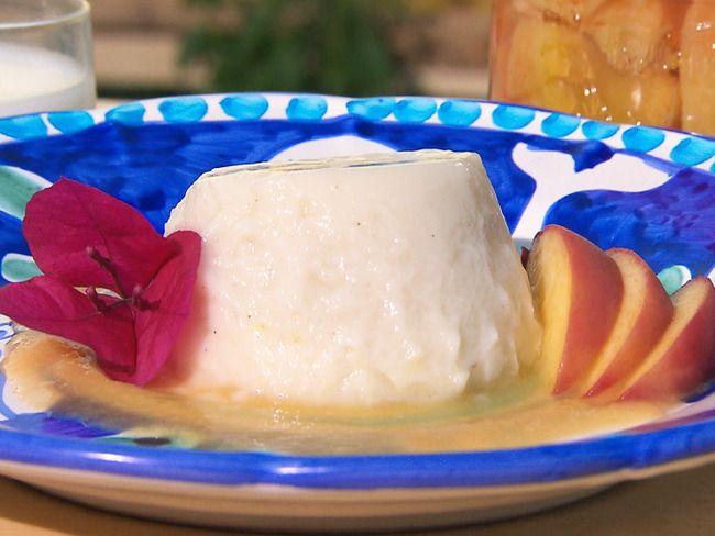 Biancomangiare alle pesche sciroppate e mandorle | Conserve di casa