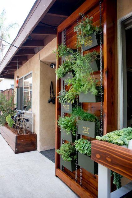 vertical herb garden vertical gardens pinterest balkon vertikal und g rten. Black Bedroom Furniture Sets. Home Design Ideas
