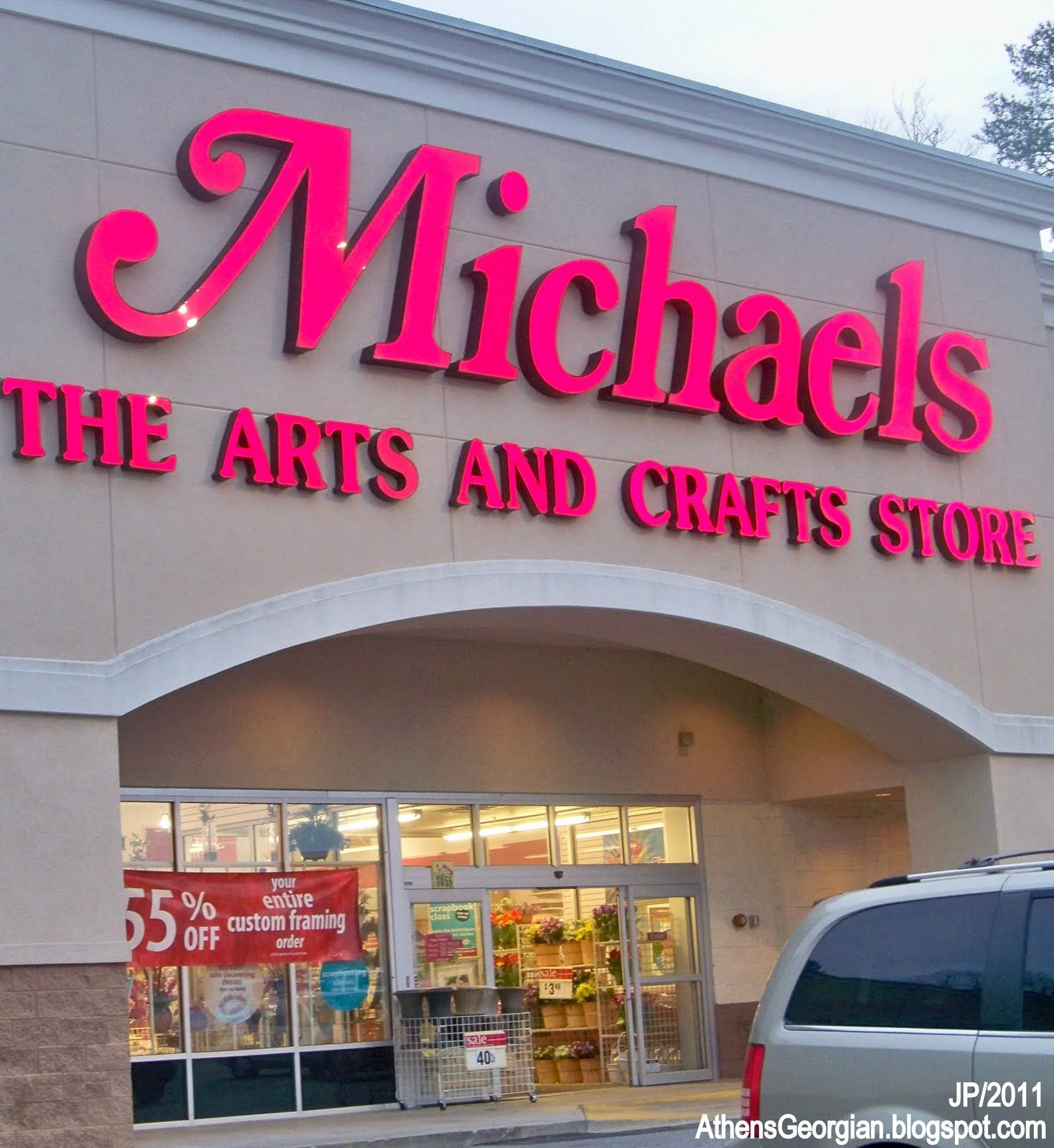 It Currently Operates More Than 1040 Michaels Arts And Crafts Stores
