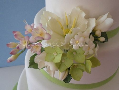 edible flowers done in a perfect way...