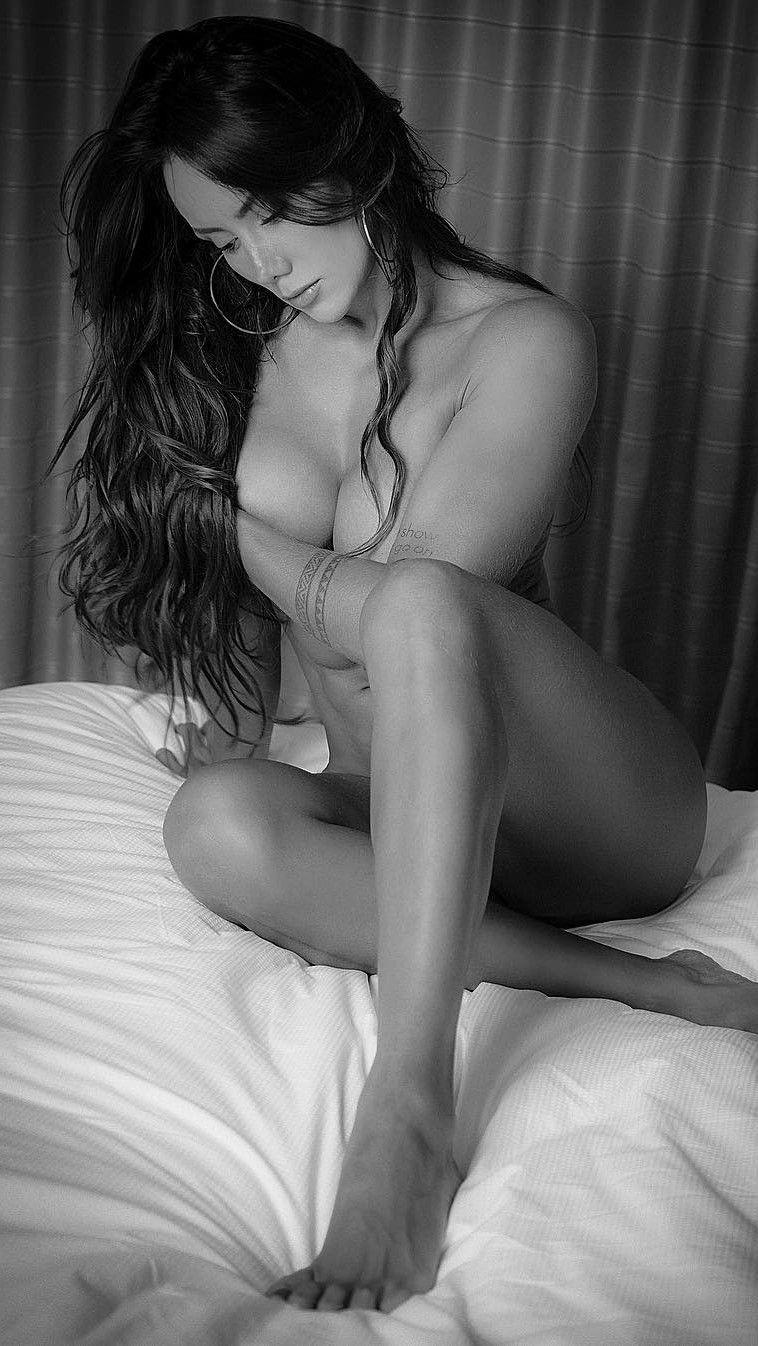 sonia-posiert-nackt