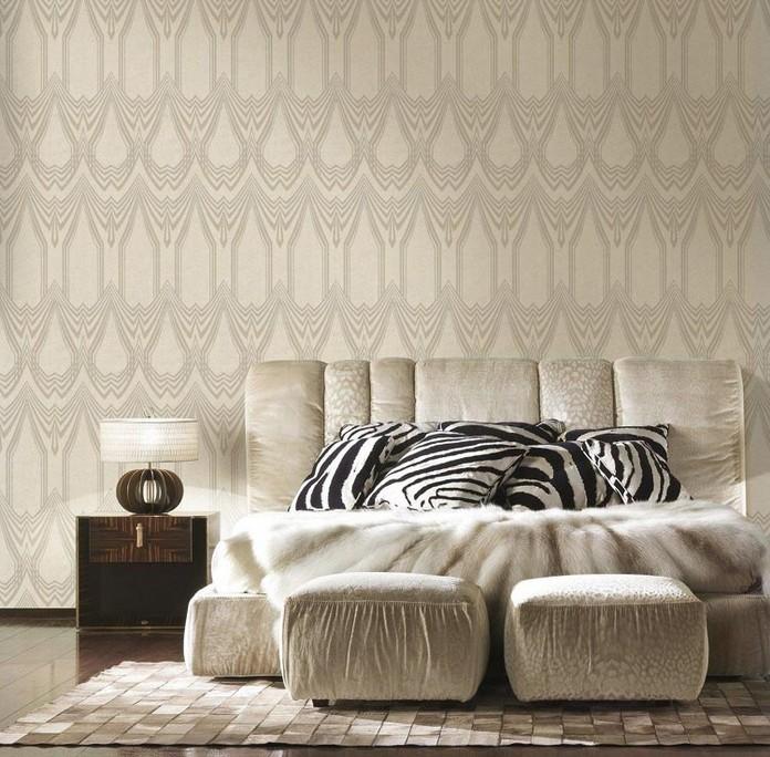 Pur mantenendo il carattere originale e deciso del brand, la collezione. Fiamma Beige Carta Da Parati Roberto Cavalli Bedroom Design Roberto Cavalli Luxury Wallpaper