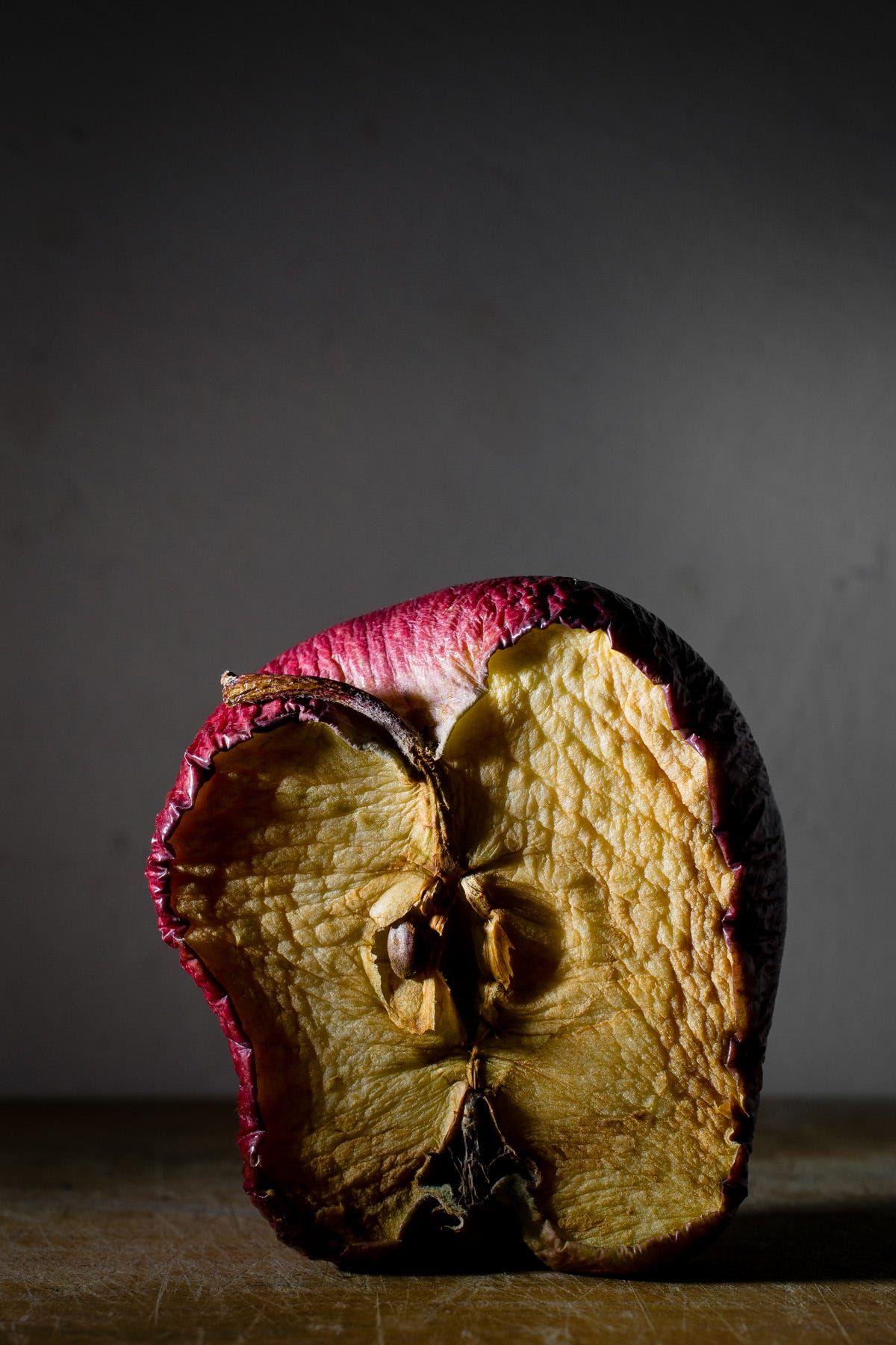 Overripe Apple / Manzana podrida by Omar Mora / 50