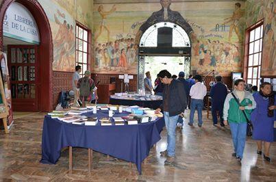 Feria del Libro en Hecho en Casa, la Fiesta de la Cultura, en la que se ofrecieron todas las publicaciones editadas por la CCE con el 50% de descuento. También hubo una mesa promocional con libros y revistas a $1.