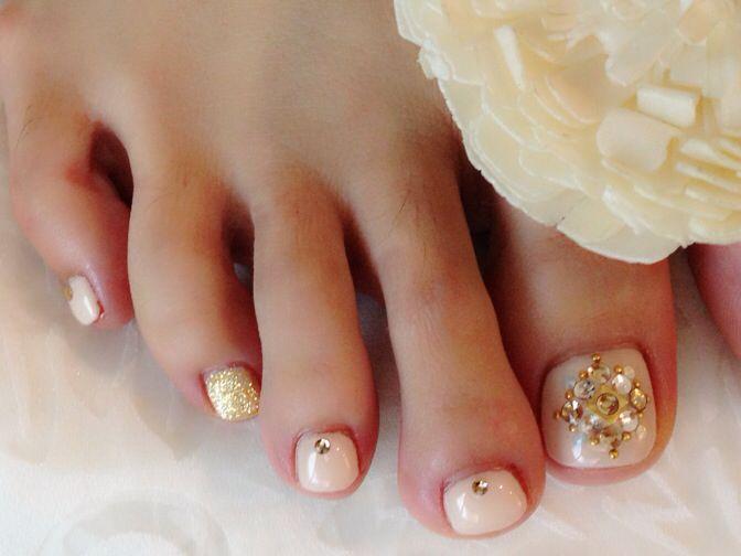 Pearl beige toe nails | Love love love | Pinterest | Nail art toes ...