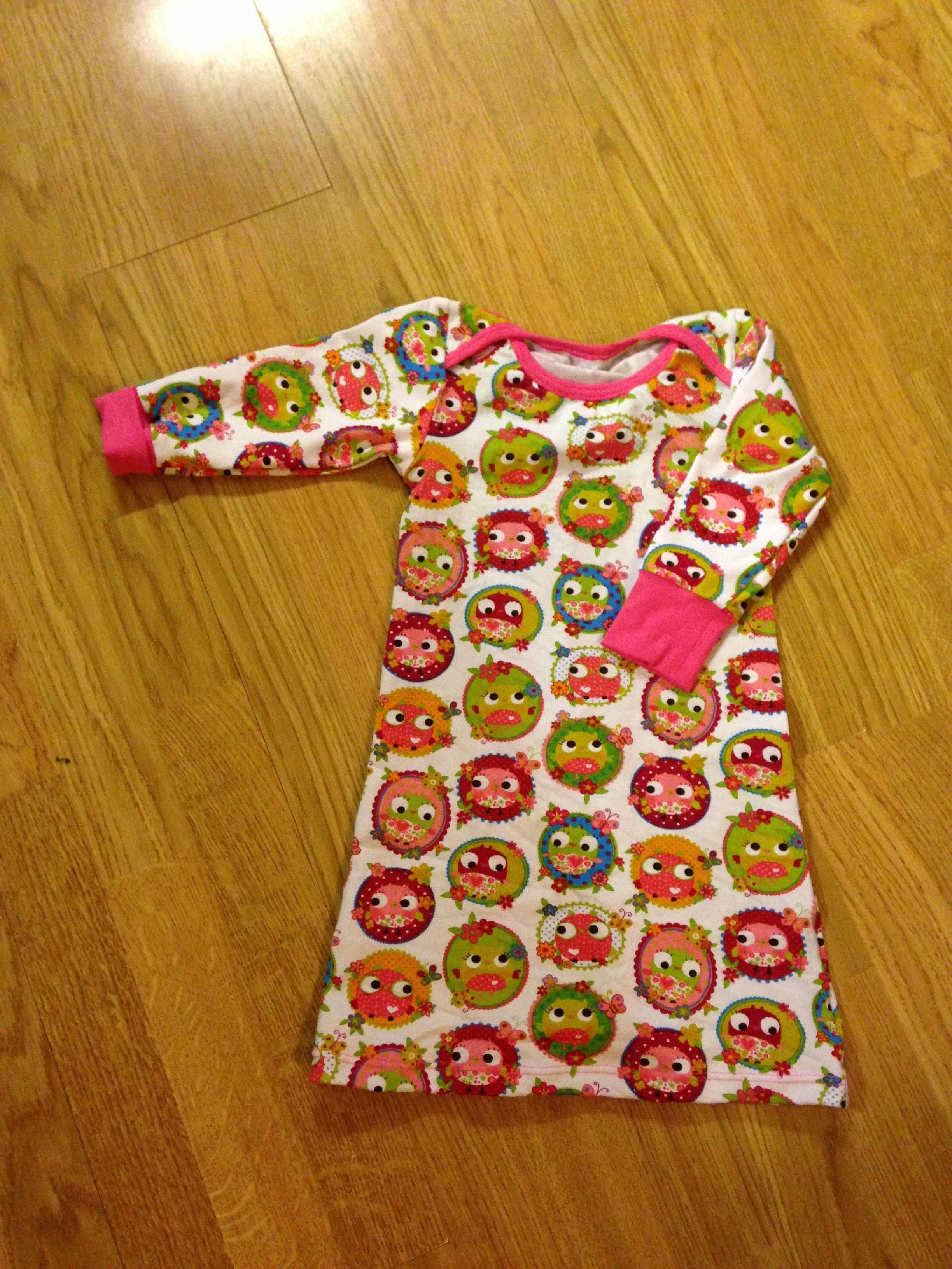 Jurkje (mt 86) voor dochter van een vriendin. Patroon jumpsuit van Kiind als basis gebruikt.