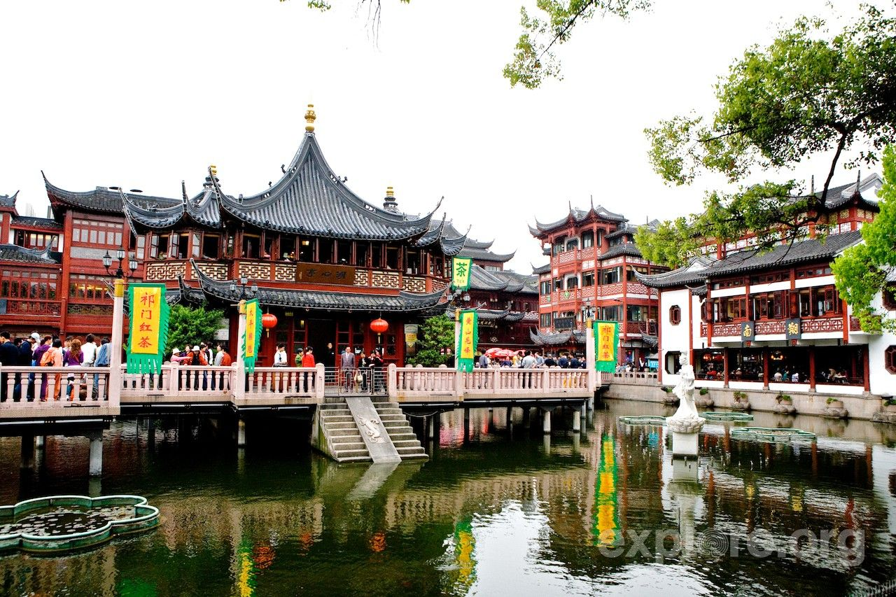 Chenghuangmiao bazaar shanghai travel china vacation
