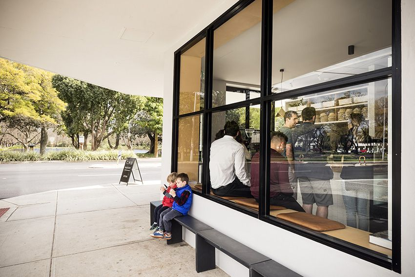 chu bakery takeaway and picnic across road at hyde park. Black Bedroom Furniture Sets. Home Design Ideas