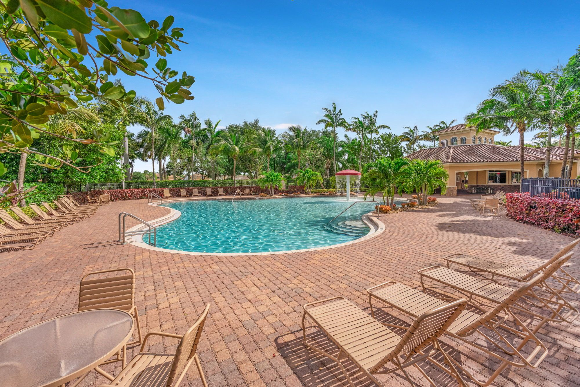 Stunning 2014 Construction Custom Built 3br 2ba Den Open Concept Home With A Contemporary Feel Surrounded By A Lush Green Oversized Yard West Palm Beach