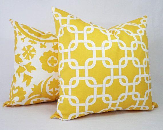 Federe Cuscini Design.Un Cuscino Giallo Copertina Cuscini Decorativi Giallo E Bianco