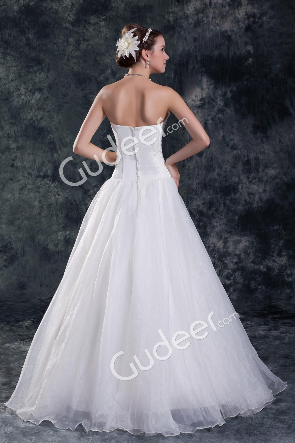 Simple satin and tulle bridal ball gown with strapless sweetheart