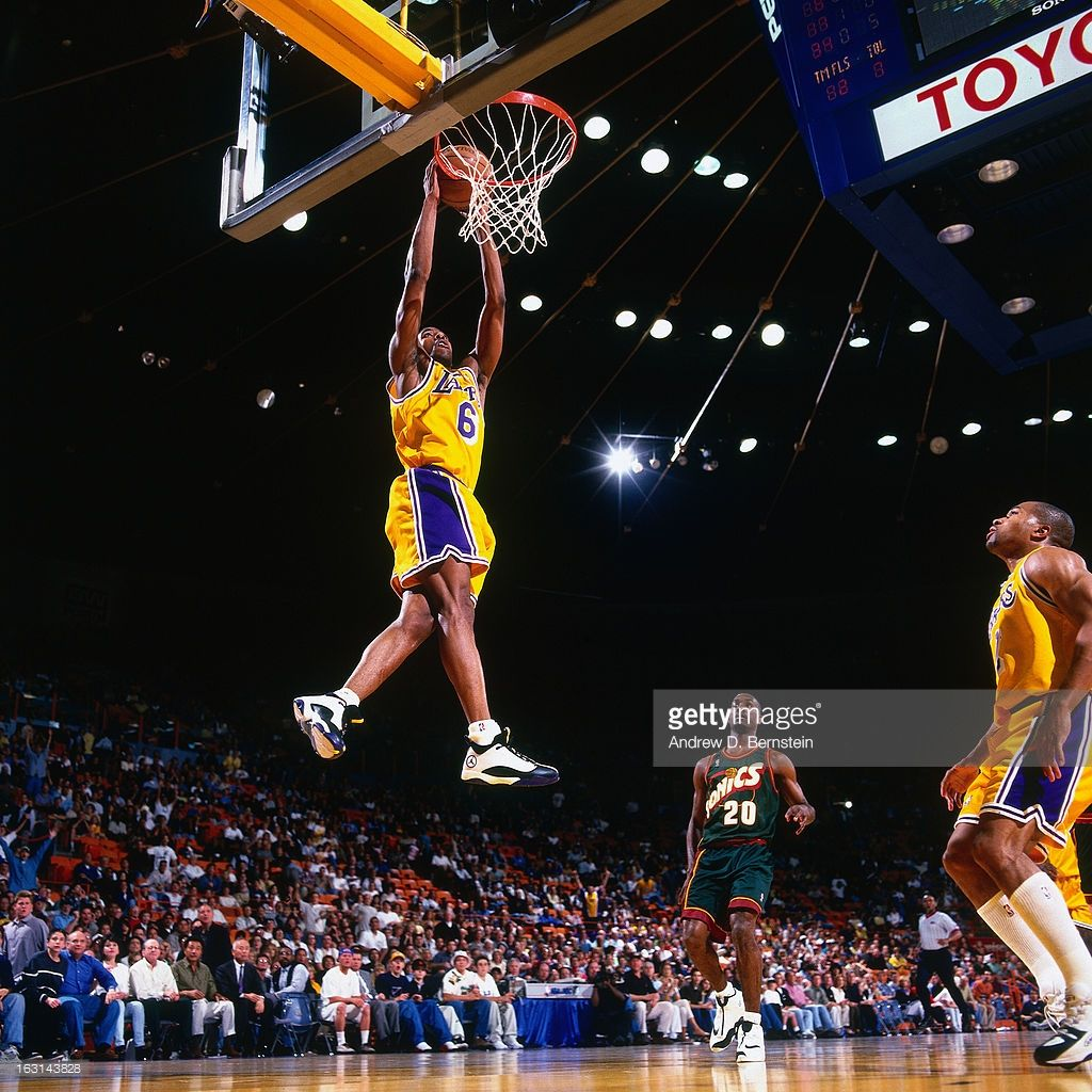 Eddie Jones 6 Of The Los Angeles Lakers Dunks Against The Seattle Supersonics In Game Four Of The Weste Kobe Bryant Black Mamba Los Angeles Lakers Kobe Bryant