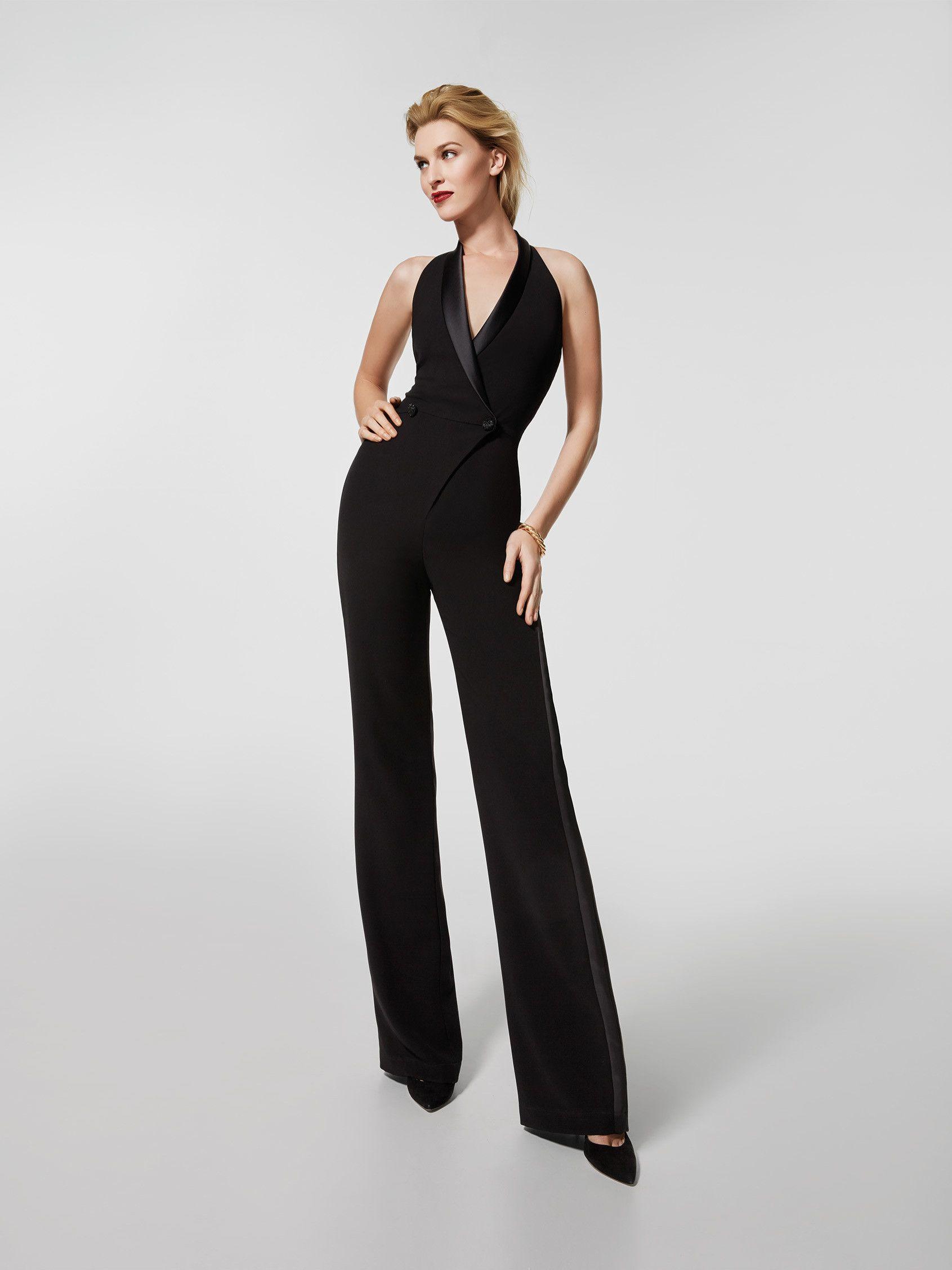 Vous recherchez une robe de soirée   Voici une combinaison noire (modèle  GLOSA) avec un décolleté de type croisé sur le devant et un dos nu à  l arrière. 1f05aa84735