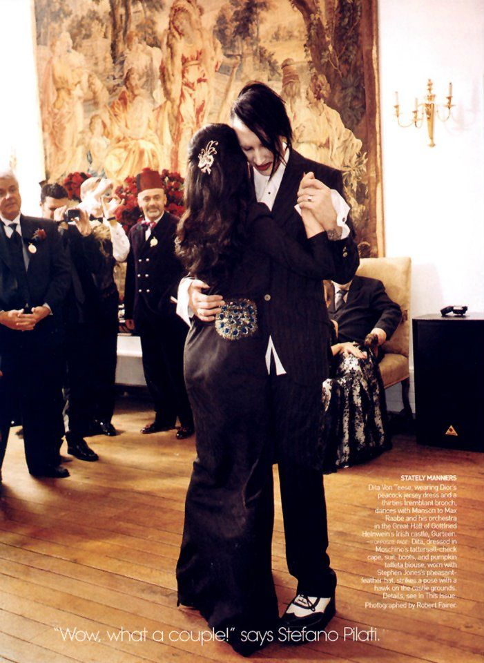 Vechus Marilyn Manson Dita Von Teese S Wedding I Absolutely Love His Expression And Body Language In This Pic It Reads Hy Humble