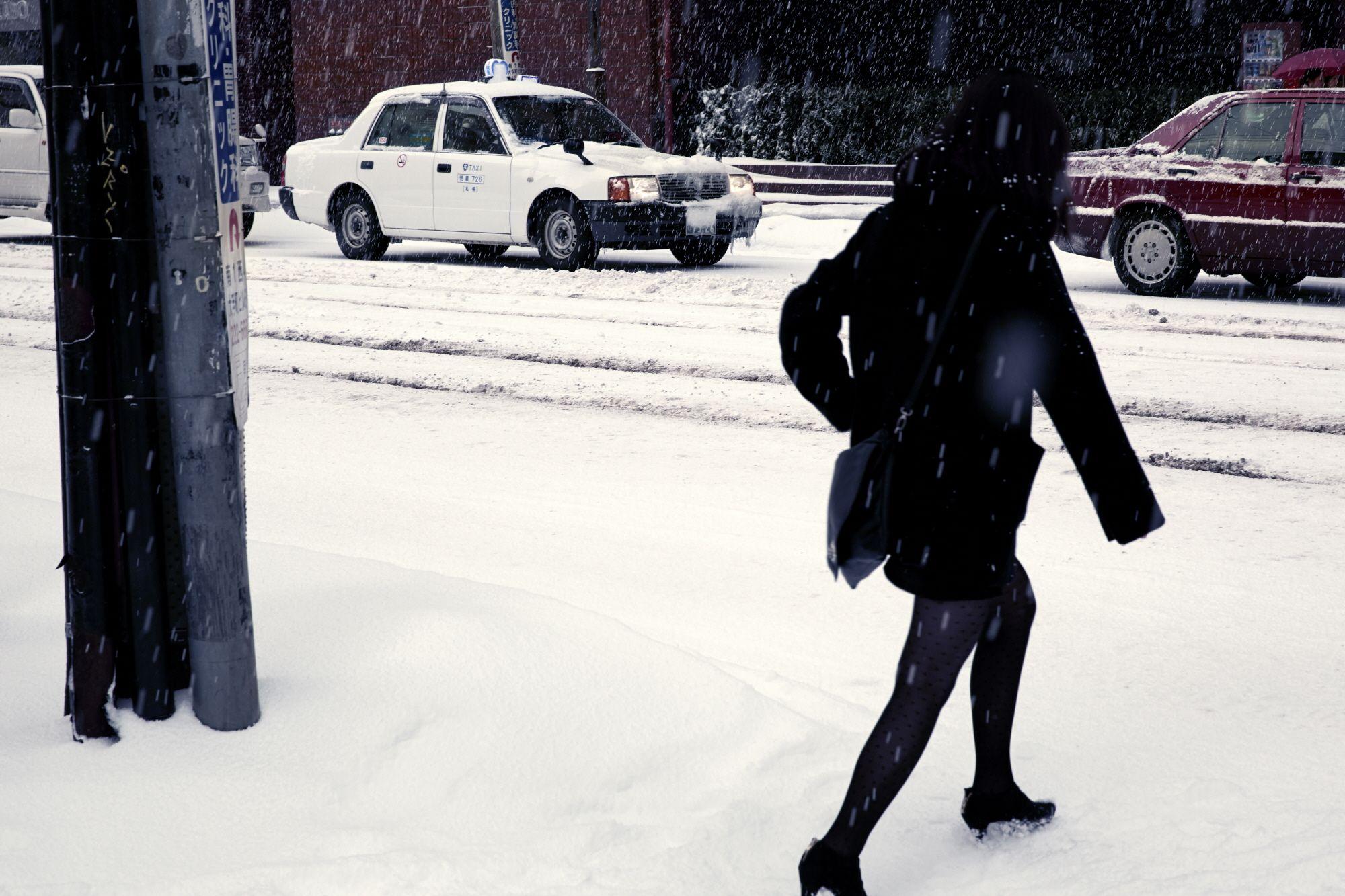 진중하지만 개성있는 렉서스의 자태처럼 잘 정돈된 순백의 거리가 사람들을 보듬고 있는,  세상에서 가장 찬란한 겨울이 머무는 곳, 삿포로. | Lexus i-Magazine Ver.3 앱 다운로드 ▶ www.lexus.co.kr/magazine #Lexus #Car #Magazine