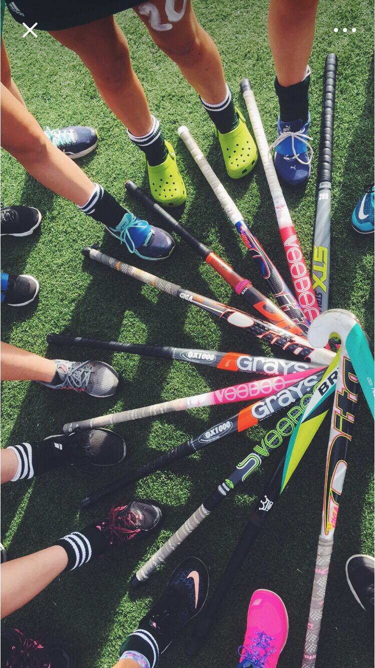Pin By Liliana Guinard On Their My Crocs Hockey Girls Field Hockey Girls Field Hockey Goalie