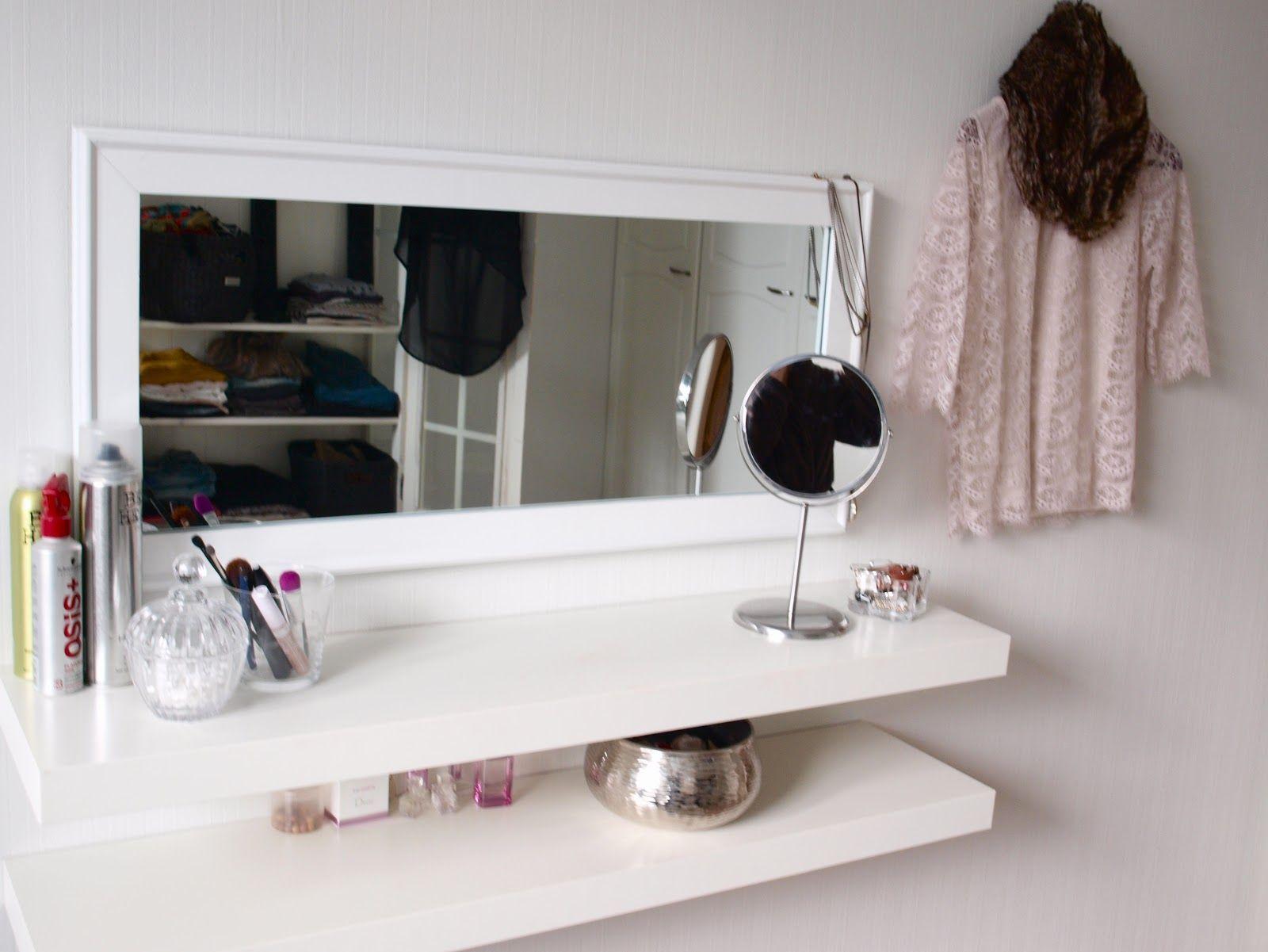 Laittautumispiste hyllyistä ja peilistä