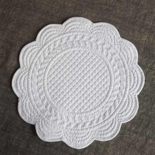 Small Tablecloth In Pure Boutis Cotton Flower Shaped Ideal As Tray Cover Colour White Diam Cm 29 50 Http Www Homefo Boutis Blanc Broderie Blanche Broderie