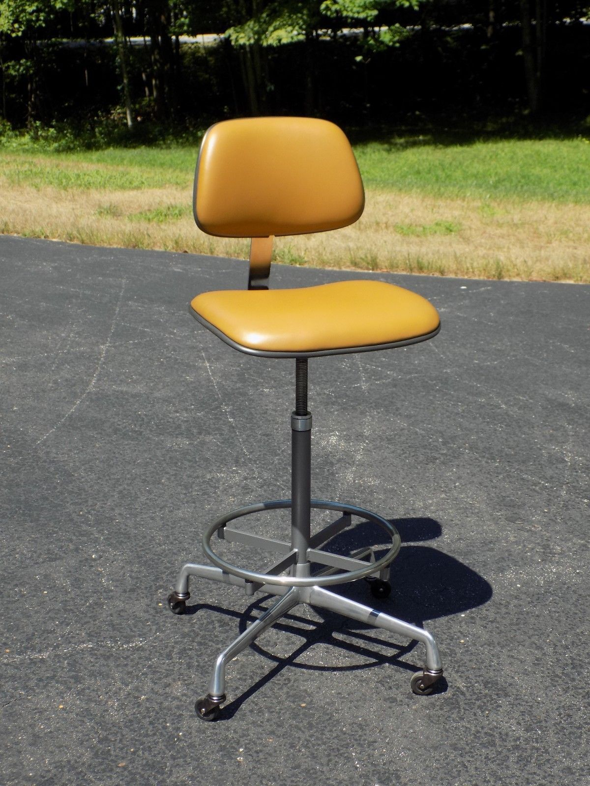 Flashback To The 1970 S With This Vintage Eames Herman Miller Charles Ray Eames Ec428 Drafting Task Stool Chair Vintage Eames Drafting Chair Ray Eames