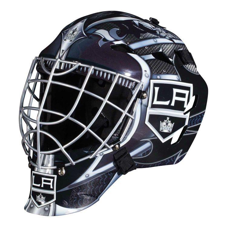 Här är en tuff Street Hockey målvaktsmask för barn från 6 år upp till 12 år. Designad efter ditt favoritlag i NHL, Los Angeles Kings. Officiellt licensierad NHL@ produkt.  Denna mask är avsedd för spel med mjukboll eller street hockey puck.  Fakta För barn mellan 6-12 år. Krom stål galler. Los Angeles Kings motiv. Tillverkare: Franklin Sports.