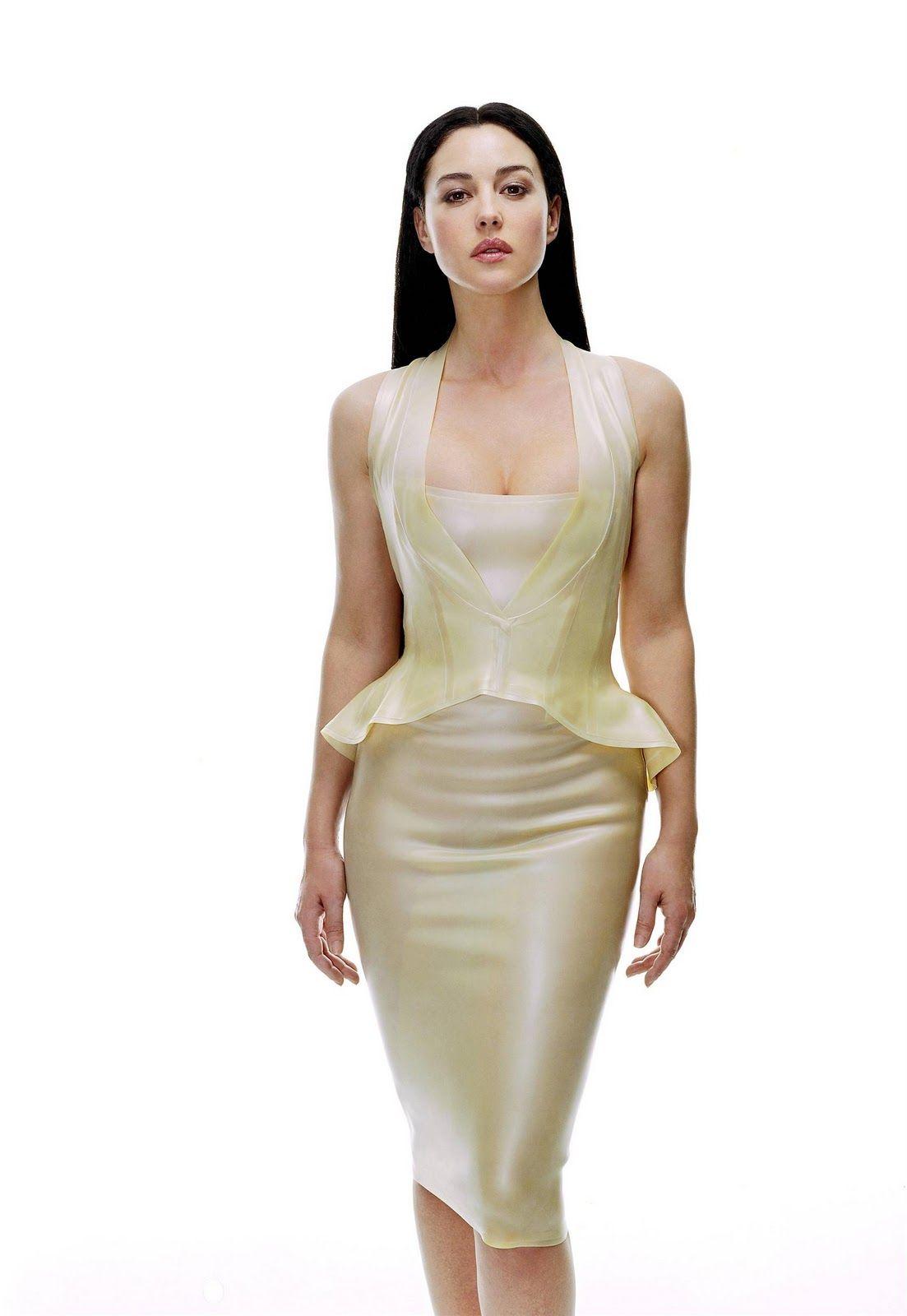 monica bellucci hot outfits