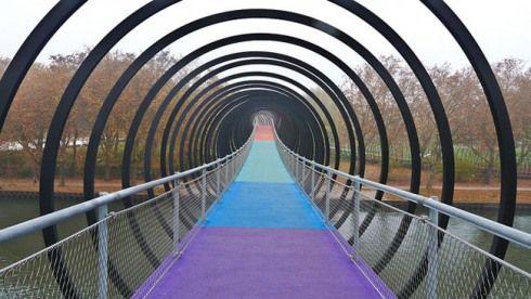slinky springs bridge: tobias rehberger in oberhausen, germany, Innenarchitektur ideen