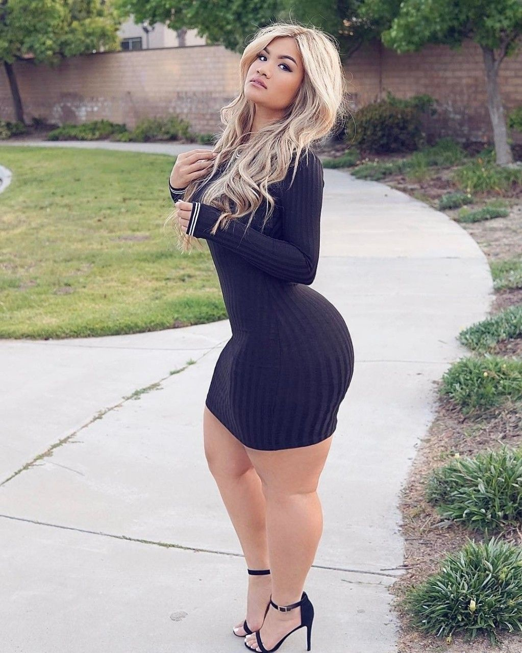 BEAUTIFUL THICK CURVY PAWG BBW #ASS, THICK THIGHS & LEGS