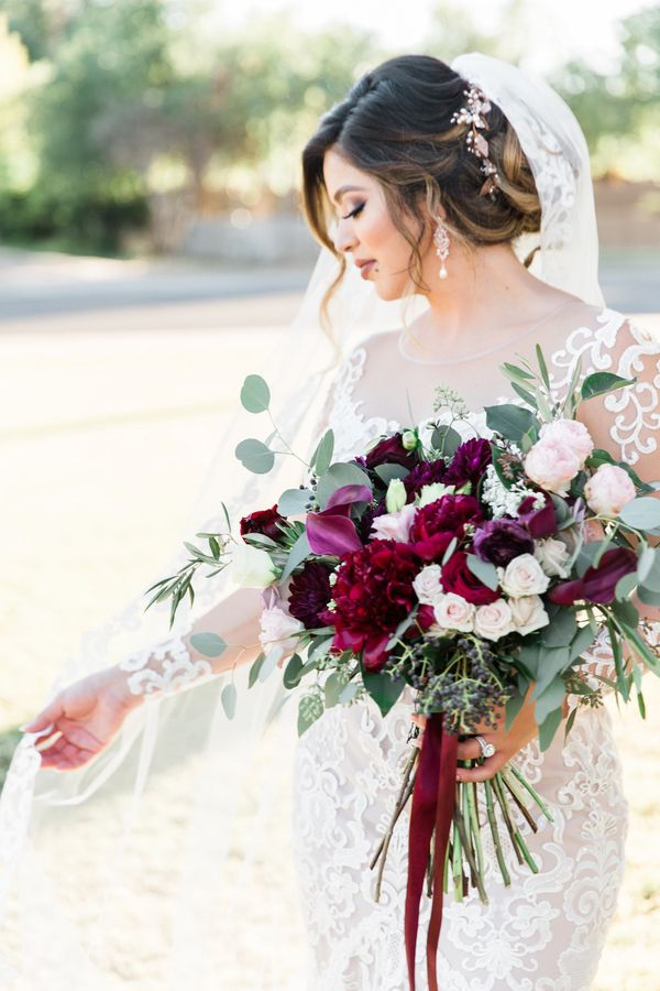 Blush and Crimson Arizona Wedding with Pops of Navy Blue #fallbridalbouquets