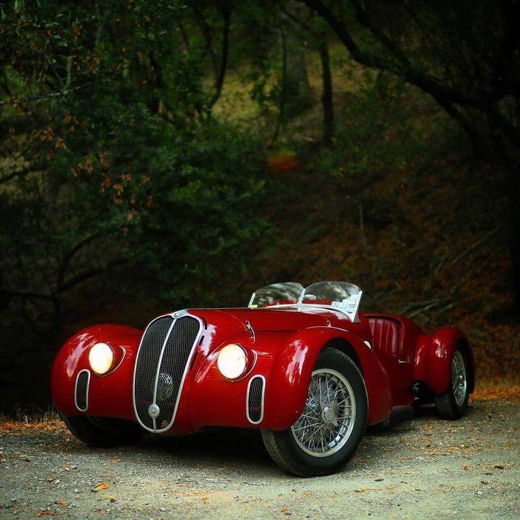 Alfa Romeo splendid looking car. Classic cars, Alfa