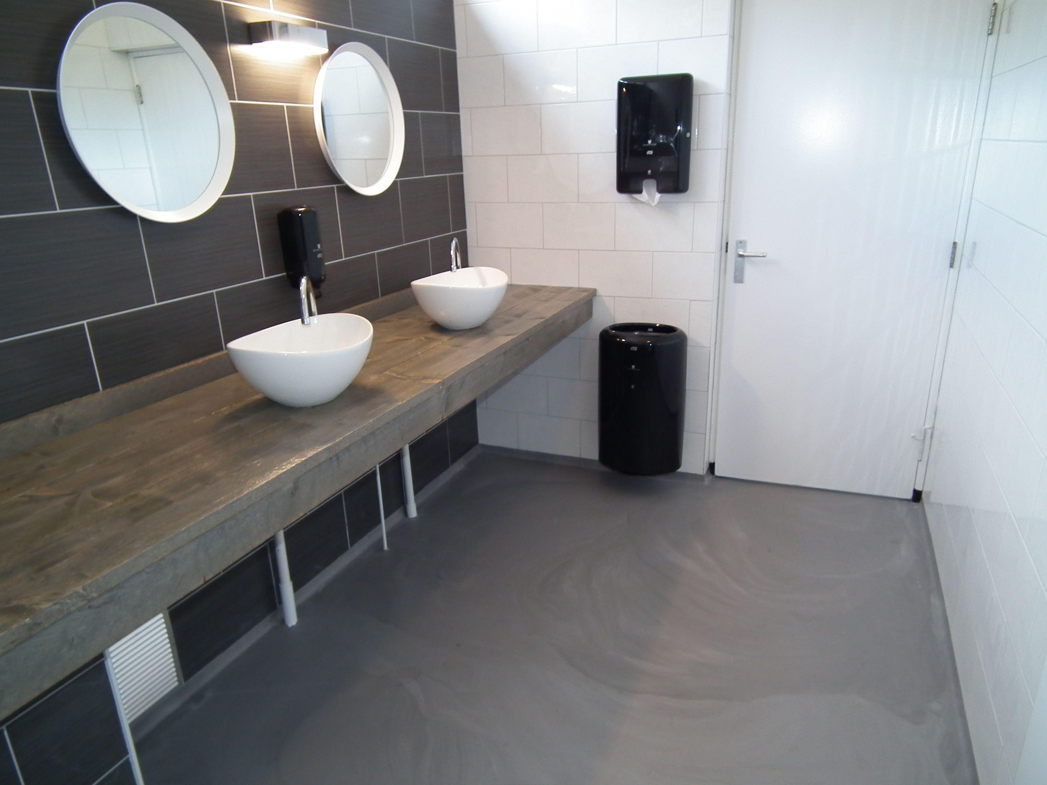 Pu gietvloer betonlook badkamer toiletgroep gietvloeren in 2019